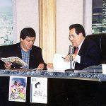 """Cuando Óscar González Loyo ganó en el 2000, el premio Eisner (equivalente al Oscar en el mundo de los comics), por su participación en el cómic Bart Simpson's treehouse of Horror # 5, lo entrevistaron en los Angeles California en el programa """"Santana Live""""."""