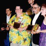 Óscar González Loyo, Scott Shaw, Doug TenNapel, Sergio Aragonés y Jill Thompson, que participaron en el número 5 de la casita del horror de Bart Simpson, cómic que ganó el premio Eisner.