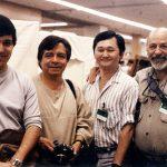 Óscar González Loyo, José Pacindo y Óscar González Guerrero (q.e.p.d.) con Stan Sakai, creador de Usagi Yojimbo y colorista de Groo the wanderer.