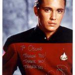 Will Wheaton, actor de Star Trek, después de autografiarle una foto y la vez Óscar le hizo un dibujo del hombre de los cómics de los Simpson, pidiéndole un autógrafo a él, le gustó mucho y se lo agradeció bastante a Óscar.