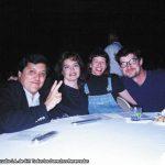 Aquí está Óscar González Loyo con Susy Romero, Doug TenNapel y su esposa.