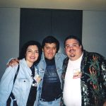 Aquí Susy Romero y Óscar González Loyo con un miembro de Bongo Comics.
