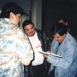 Phil Ortíz y los demás miembros del staff de Bongo le pidieron a Óscar González Loyo, un autógrafo, ¡imagínense! si lo que a él le importaba era el tener los autógrafos de ellos.