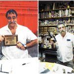 Sergio Aragonés presumiéndonos uno de sus miles Eisner y también mostrándonos su legendaria pluma.