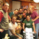"""Lalo Mendoza de ¡Ka-Boom! Estudio con el grupo de Rock Mexicano """"La Vieja Inés""""."""