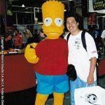 Mau Cosío con Bart Simpson.