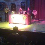 Aquí está Óscar González Loyo con Yolanda Ventura la Ex- Parchís, la Ficha Amarilla, en un homenaje que hicieron a Parchís. Y como Óscar fue el dibujante del cómic, también lo invitaron.
