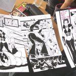 Aquí estamos con la luchadora Canadiense Dark Angel, cuando le obsequiamos unos dibujos que Horacio Sandoval realizó.