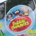 """Aplicaciones con los personajes de """"BubbleGummers"""" para Autobuses."""