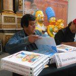 Óscar González Loyo y Horacio Sandoval, como dibujantes oficiales de los Simpson, compartieron conferencia con actores de doblaje que prestan su voz a los personajes de Homero y Lisa Simpson, y posteriormente se firmaron varios de los libros que la gente compró para que se los autografiaran.