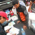 De inmediato los ganadores pidieron a Óscar González Loyo y aHoracio Sandoval que les autografiaramos sus dibujos.