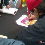 """Ya estábamos retrasados en el programa, y continuamos con la firma de 150 libros de """"Los Simpson, una historia familiar"""" de Penguin Random House, los Simpson Fans estaban muy contentos, aunque también firmamos pósters y objetos oficiales de la familia amarilla."""