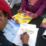"""Continuamos con la firma de 150 libros de """"Los Simpson, una historia familiar"""" de Penguin Random House, los Simpson Fans estaban muy contentos, aunque también firmamos pósters y objetos oficiales de la familia amarilla."""