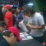 Debido a que nos pasamos de tiempo y tenían preparadas otras actividades, los organizadores nos pusieron en otro lugar fuera del escenario para seguir con la firma de libros.