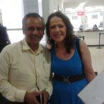 Francisco Cervantes con la simpática actriz Mexicana Nora Velázquez, quien interpreta a la mojigata Chabela o Chabelita.